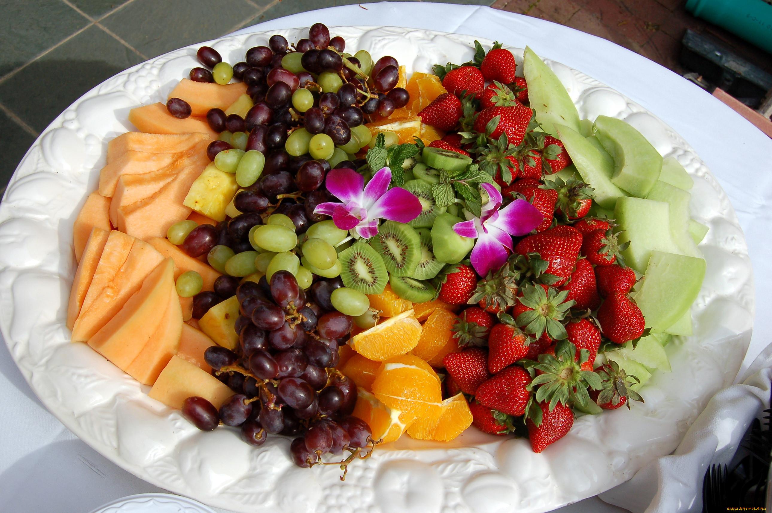 красивое фото фруктов в тарелке мята еще одно